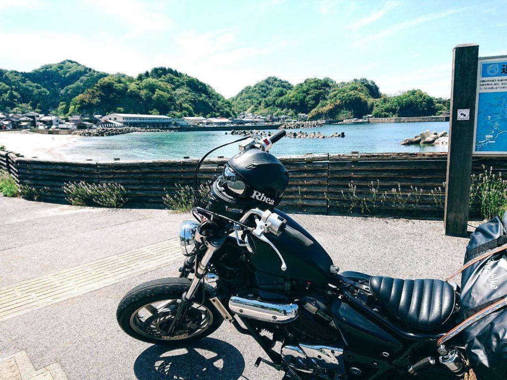 山陰の綺麗な海とバイク