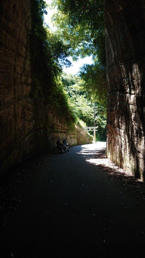 燈篭坂大師の切通しトンネル 後ろ