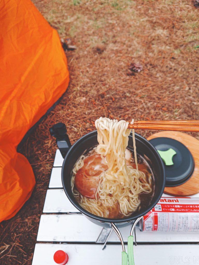 キャンプ飯ラーメン